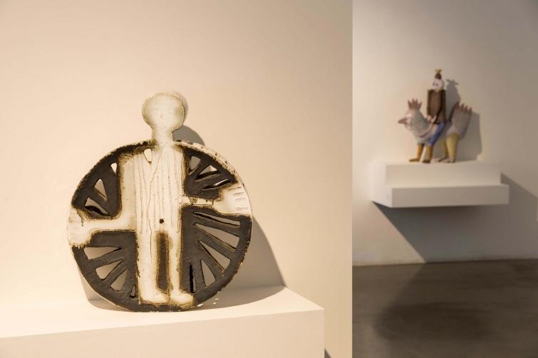 Bechyňská keramika v Praze. Výstava ukazuje současnou tvorbu i historii sympozia
