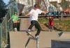 Na skateboardu se proháněl vodník, klaun i žralok