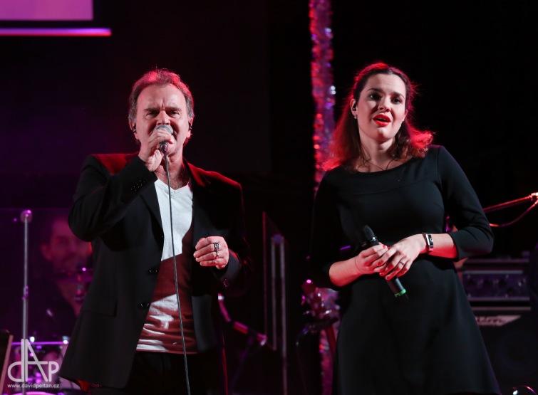 Jakub Smolík odehrál vánoční koncert v Palcátu