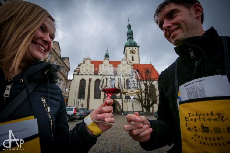 Táborský festival vína zatím koronavirus neohrozil. Opatření se dotkla filmu Bobule