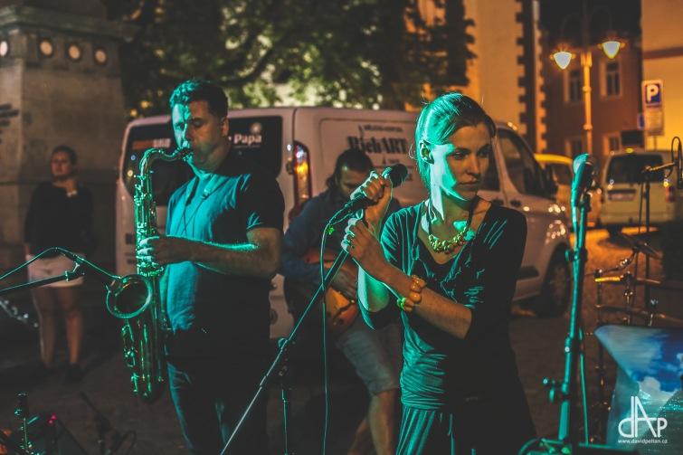 Mezi posledními zahrály u Stánku tradiční kapely, Tarapaca a Černý mosty