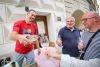 Na táborském Korzu si lidé pochutnali, pobavili se i přispěli na dobrou věc