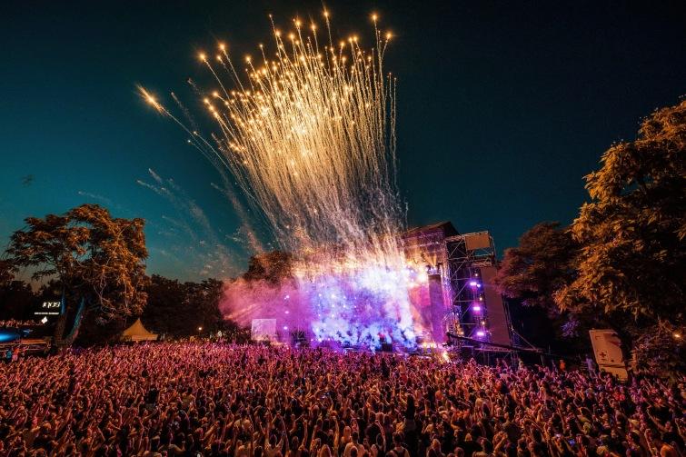 Srbsko rychle očkuje. Dvacátý ročník EXIT festivalu se uskuteční podle plánu v červenci.