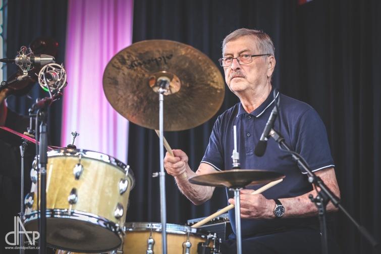Do hudebního nebe odešla hrát další legenda, bubeník Ivan Smažík