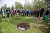Lidé se loučili s Jaroslavou Vosátkovou. U Hýlačky zasadili strom, kostelem zněla hudba